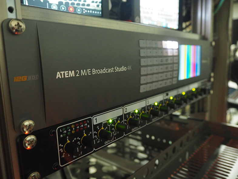 Blackmagic Design  ATEM 2 M/E Broadcast Studio 4K - ATEM 1 M/E Broadcast Panel - Video Assist